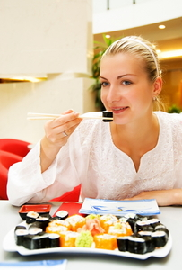 ערב יפני זוגי - עיסוי וארוחת סושי עד הבית