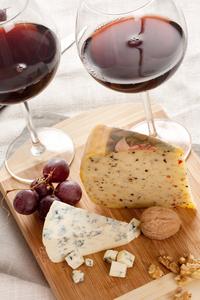 ערב צרפתי - טיפול מסג' זוגי עד הבית עם גבינות ויין