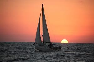 ספא על הים - עיסוי, ארוחה והפלגה על יאכטה מפוארת