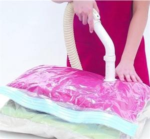 פתרון גאוני ונוח! סט שקיות וואקום לאחסון חסכוני ולשמירתם של בגדים, מצעים, כריות ושמיכות, במחיר מדהים!