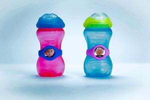 באבוקי חבק זיהוי לבקבוק עם תמונה ושם הילד