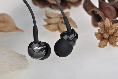אוזניות סטריאו איכותיות לסמארטפון עם מיקרופון מדגם RM-501 מבית REMAX בצבע שחור